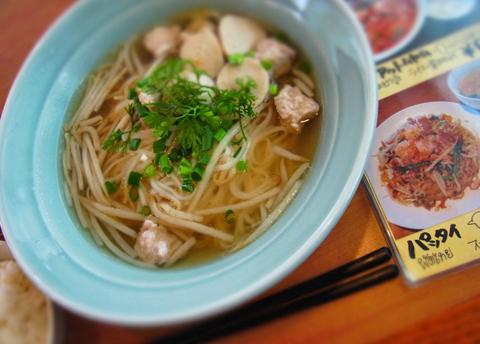 """次は、世界三大スープのひとつ""""トムヤムクン""""でもっと汗をかきかき!?"""
