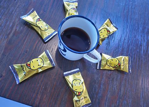 """おやつどきに珈琲とチョコレート、そしてベビースターの""""黄金トリオ""""(笑)。"""
