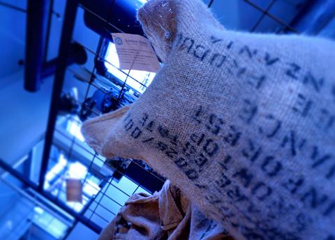 間もなく、タンザニアの珈琲豆がブルカ農園 AAからマチェレ AAにバトンタッチ↑。