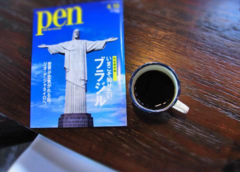 ちなみに僕は、隣国の「コロンビア珈琲のある最新号Penをペラペラ。」でした。
