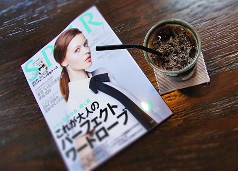 """僕には付録の『東京""""いただきます""""手帳』が一番の楽しみです。ペラペラ…。"""