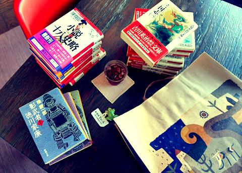 カルディの紙袋から珈琲豆でなく歴史小説が登場(笑)…。