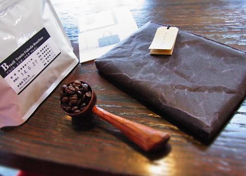 おっと、久保田さんにも近日に手彫り色のバッグをお渡ししなければ↑。