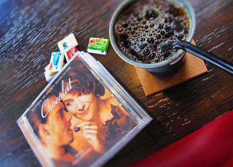 暑いとは言いながら、新秋へと-。珈琲の相棒にそろそろチョコが登場でしょう。