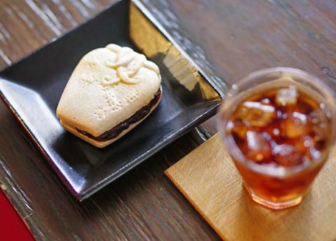 蛸のおでんなら相棒は日本酒。でも蛸壺もなかならIce珈琲でしょ↑。