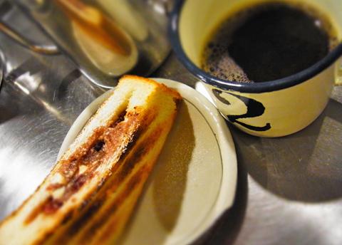 珈琲のある遅めのおやつどきに小倉あんのバタートーストはいいね!
