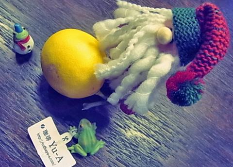 サンタが作るのはひょっとして檸檬だるまじゃないでしょうか↑…。