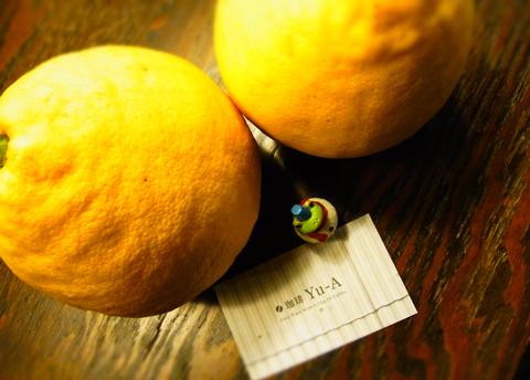 タンザニアの珈琲にはありますが、大きな檸檬の強烈な酸味ではありません…。