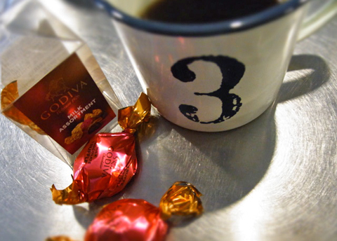 本日18時はのんびりした「珈琲&チョコレートのある夕暮れ。」でした。