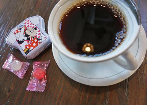 """""""日向ぼこブレンドもよろしくねー""""とミニーマウス。ゆーあでは流行ってまーす↑。"""