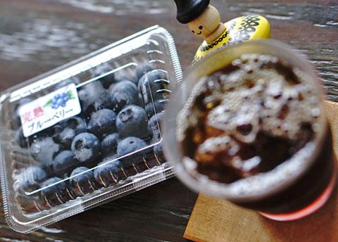 ブルーベリーにストロベリー。ベリーの果実は大、大、大、大、大好きです↑。