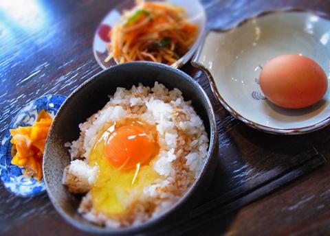 ほかほかのご飯と濃厚卵黄はどんな高級料理にも匹敵します(笑)。