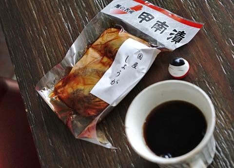 うーん、今宵は珈琲に代わって日本酒が登場か(笑)…。