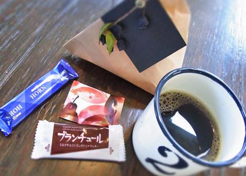 乳酸菌飲料の相棒にチョコレートもいいのかもしれない(笑)。