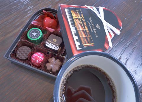 チョコレートの相棒は日向ぼこブレンド。そろそろ卒業するこのごろです。
