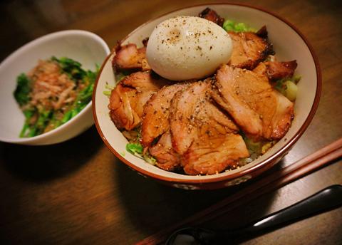 2日前は叉焼麺、そして叉焼丼が昨夜に登場↑。