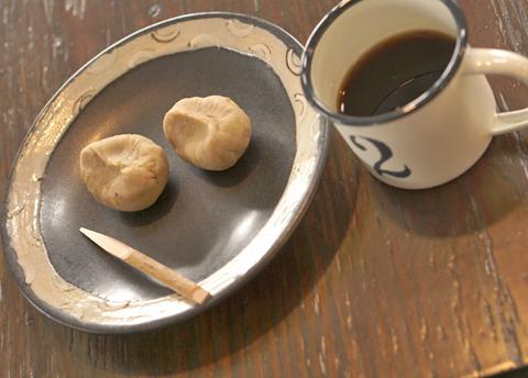 和菓子処 ゆーあ庵ではありません。ここは○珈琲 Yu-A↑…。