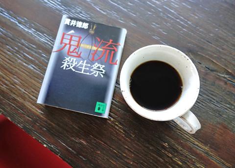 昼下がりに紳士が20冊の文庫本をご持参で来店です。読むかっ…。