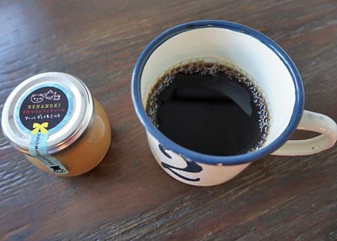 もちろん、紅茶のコンフィチュールを塗ったトーストの相棒は珈琲です↑…。