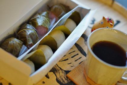 餡麩三喜羅と桜餅、そして日向ぼこブレンド
